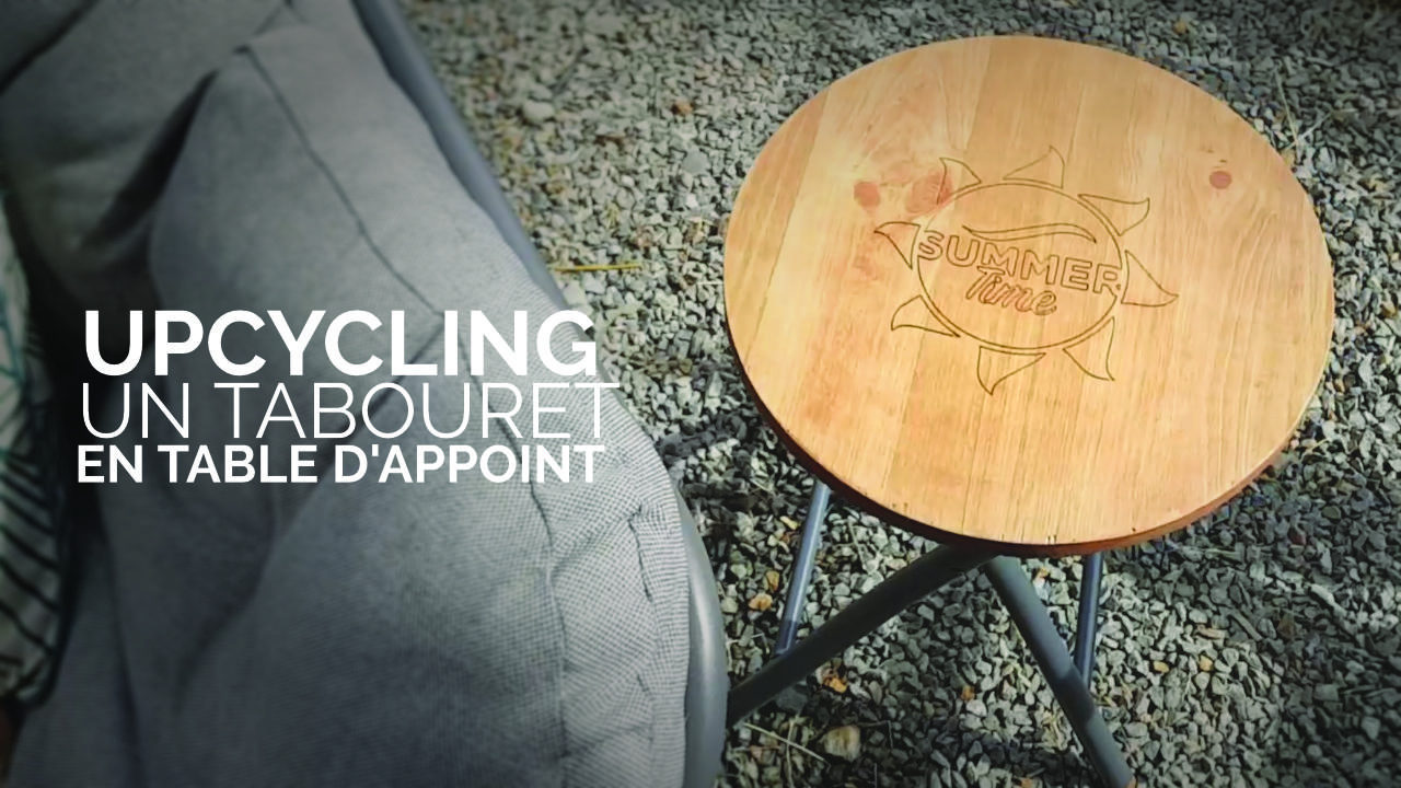 un tabouret en table d'appoint
