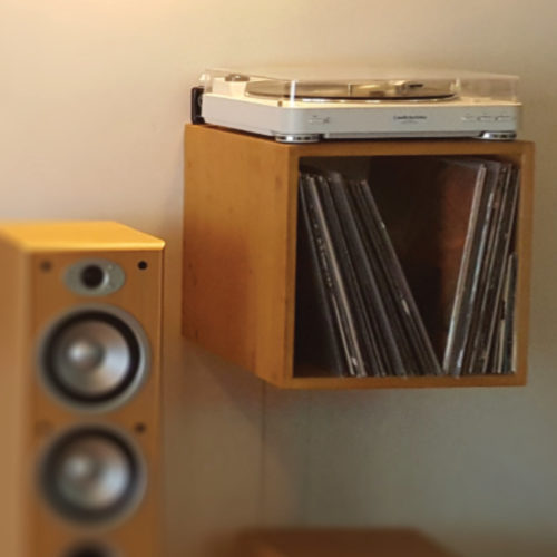 Je fabrique 2 meubles hi-fi muraux